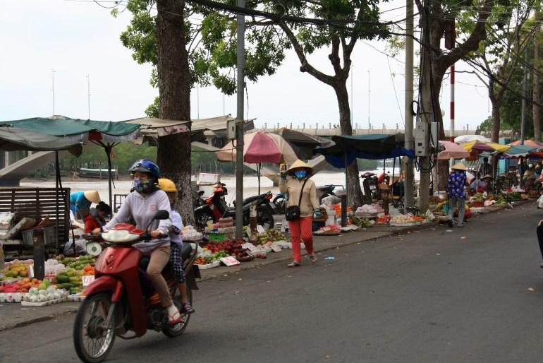 Market pri rieke v Ben Tre