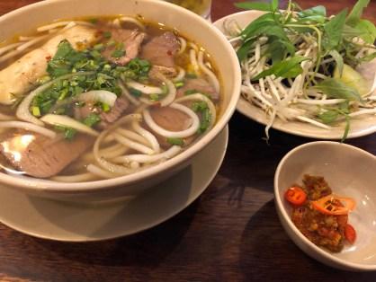 Typická polievka Pho Bo.