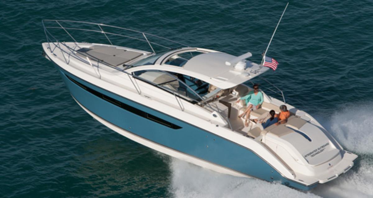 Pursuit SC 365i Power Amp Motoryacht