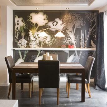 Mural-wallpaper-covering