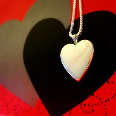 Pictures On Gold – Valentine's Gift That Stays Close to the Heart