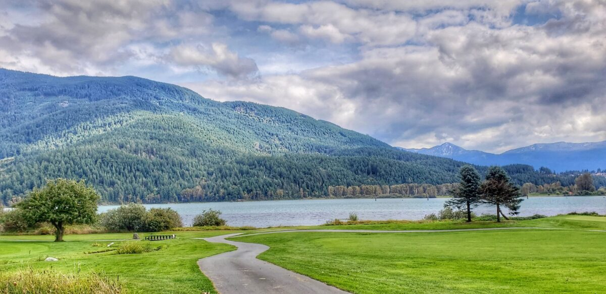 Sandpiper Golf Course with lake view and mountains