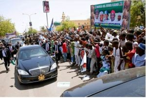 President Buhari Riding In His Official Car Worth Over N44 Million (Photos+Video)