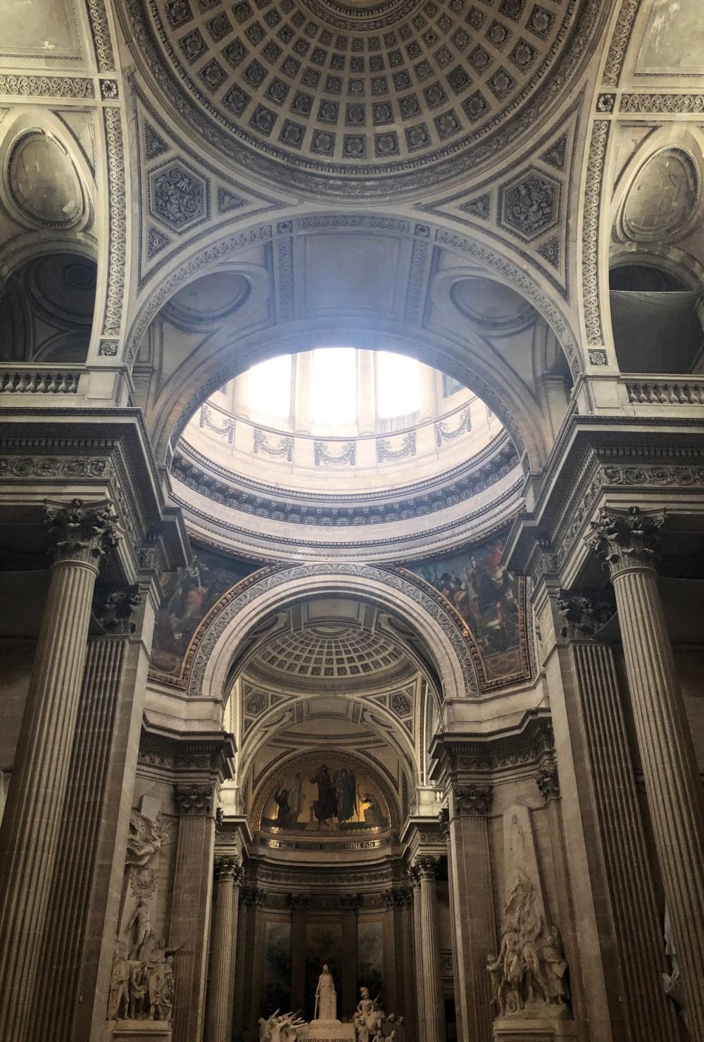 Innenraum des Pantheons  ->Pantheon