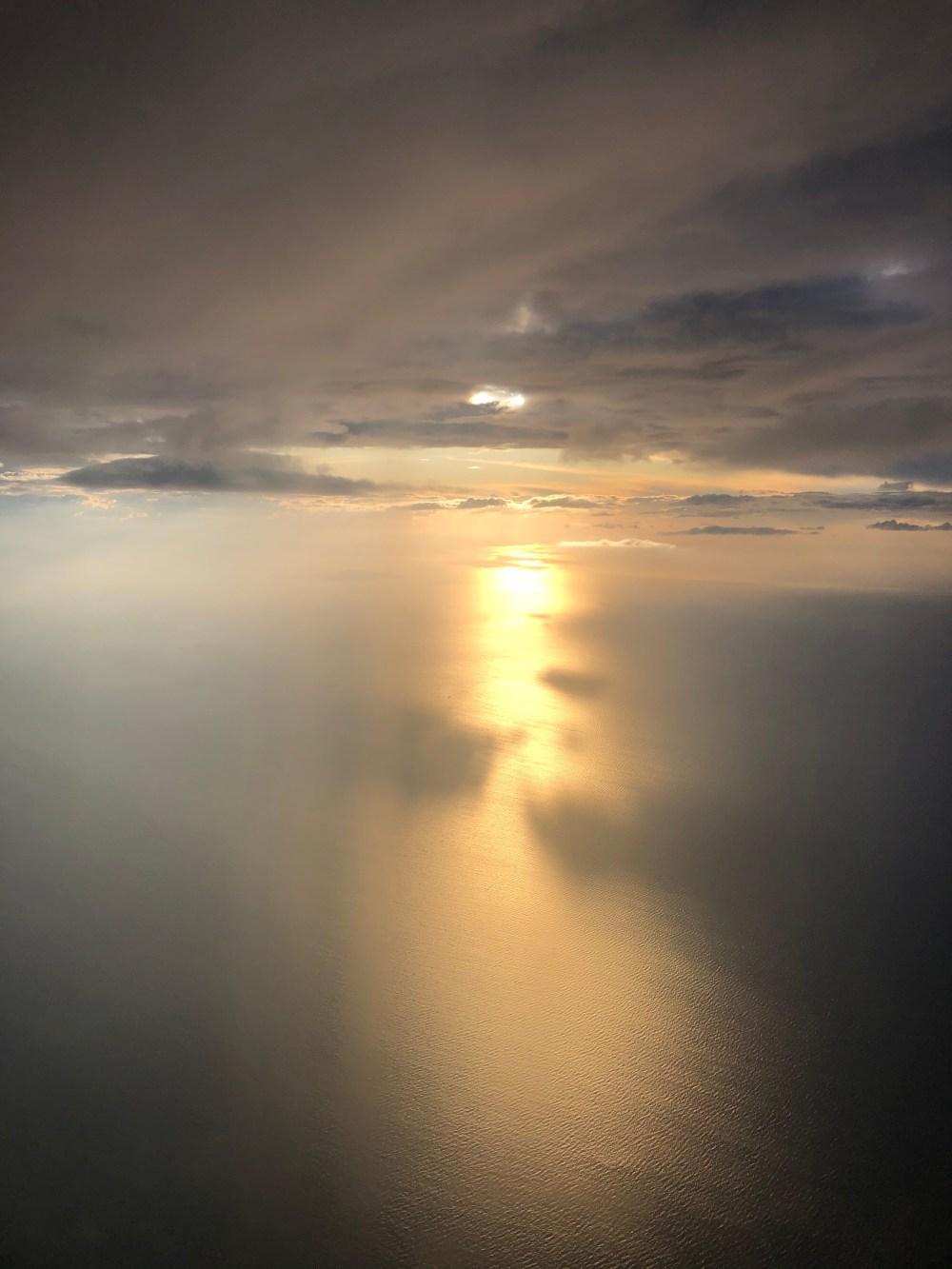 Sonnenspiegelung auf dem Meer