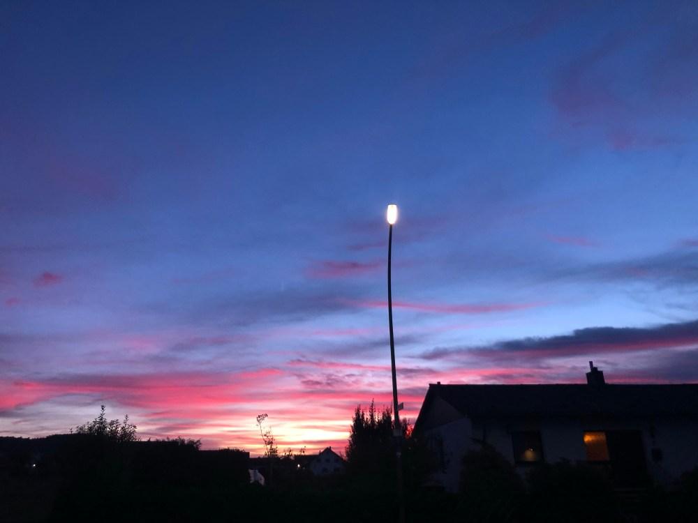 Laternenpfahl vor dem Sonnenuntergang