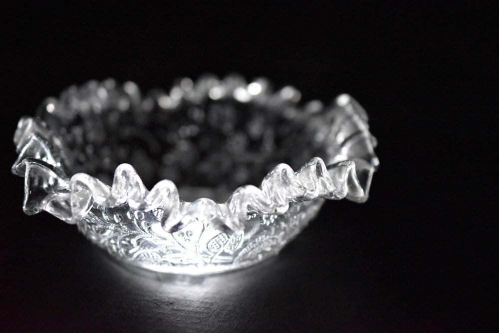 Weißes beleuchtetes Schälchen aus Glas