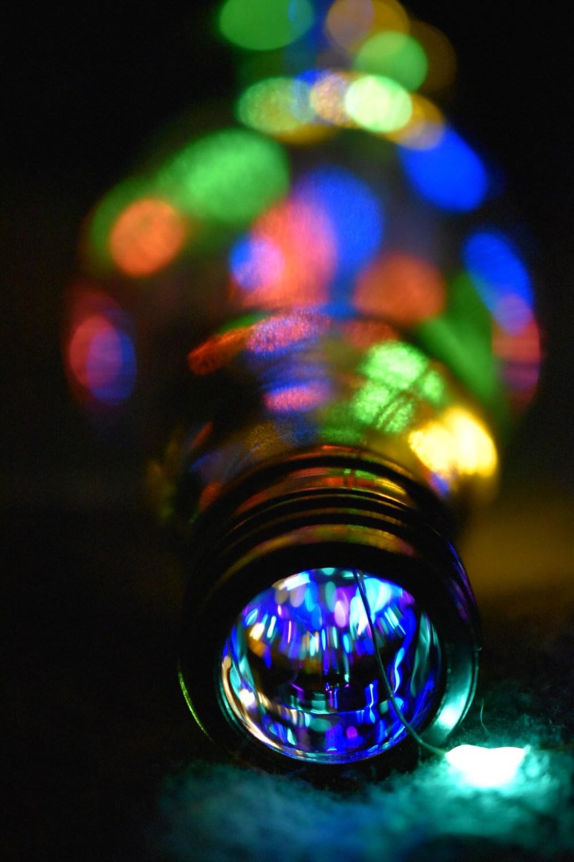 Viele bunte Lichterpunkte in einer Flasche