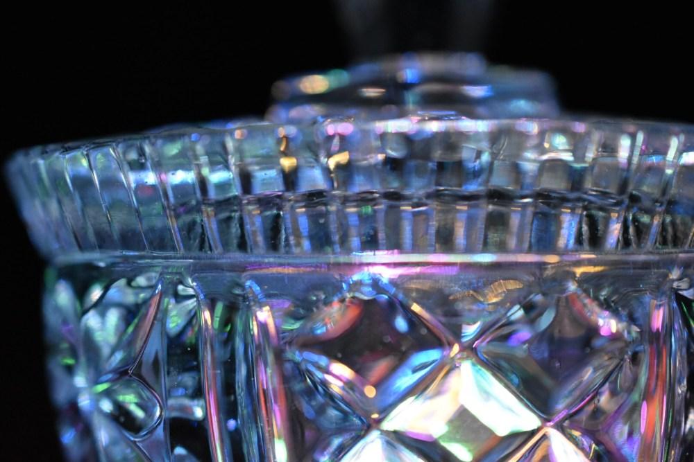 Funkelnde Glasdose aus der Nahaufnahme fotografiert