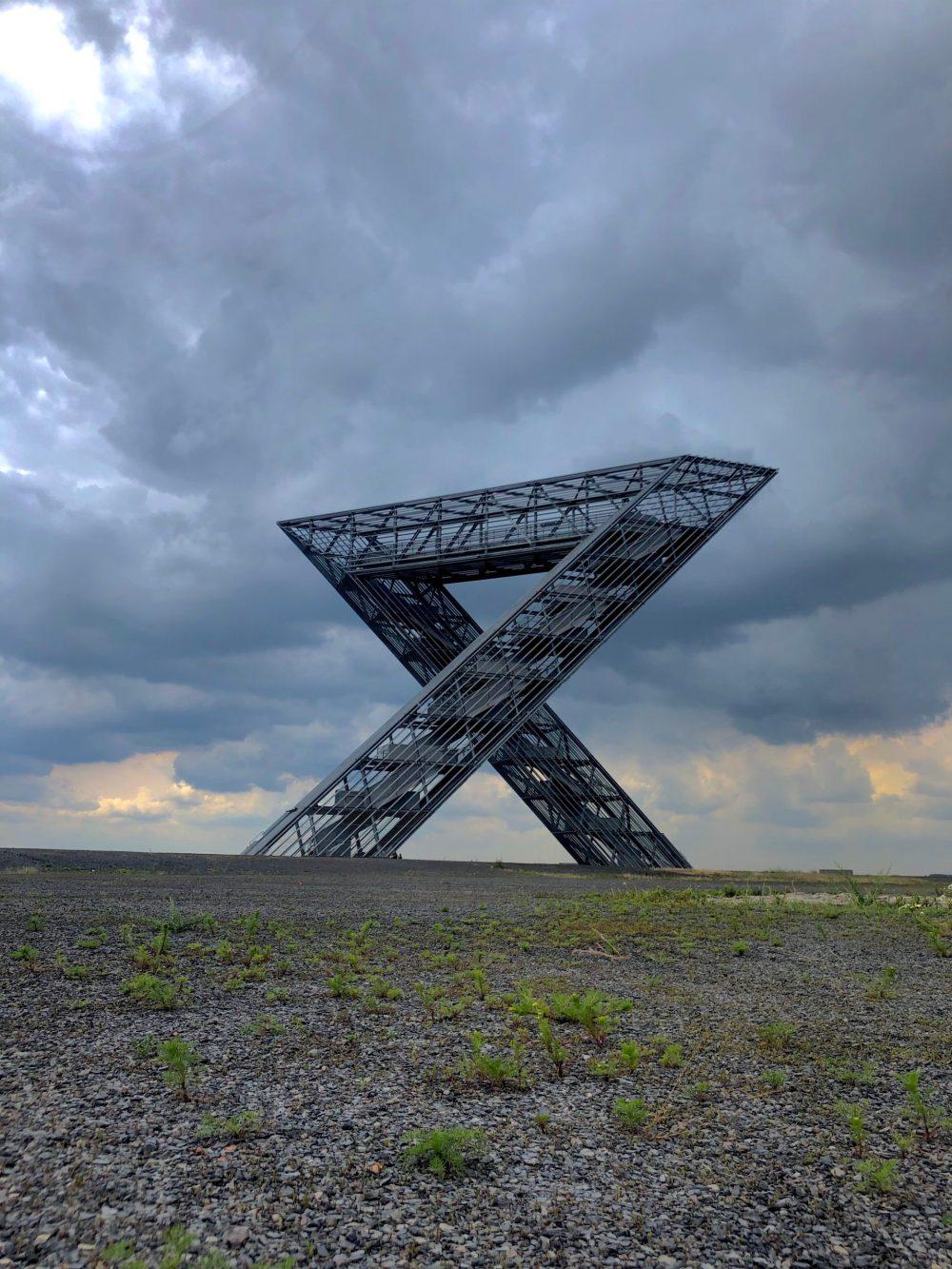 Saarpolygon bei regnerischem Wetter, von der Sicht zweier Dreiecke aus