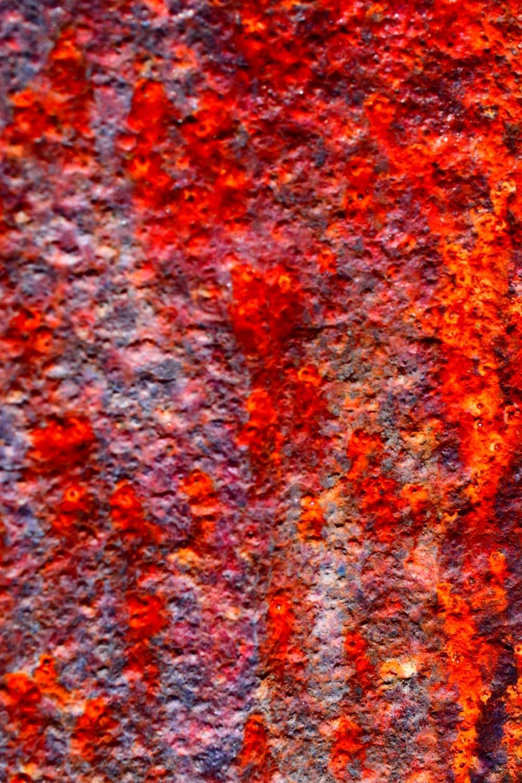 Rostige Oberfläche mit extra gesättigter Farbe fotografiert