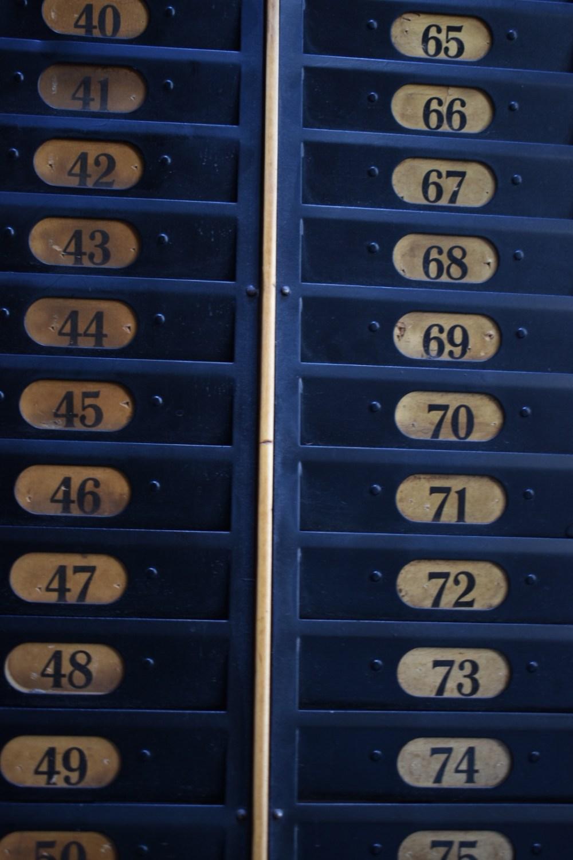 Blaue nummerierte Fächer
