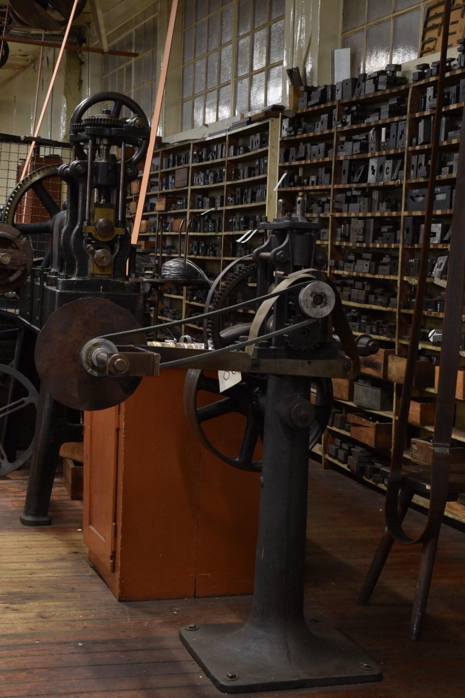 Altmodische Maschine mit Riemen im Industriedenkmal Jakob Bengel