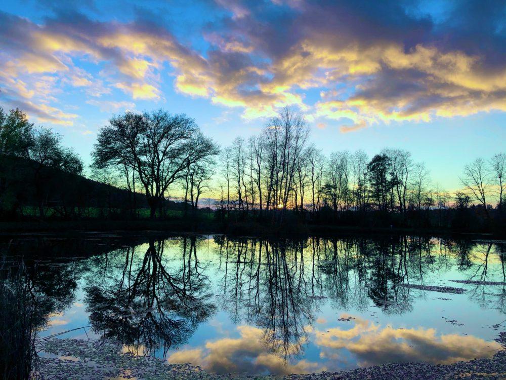 Sonnenuntergang im bläulichen Licht