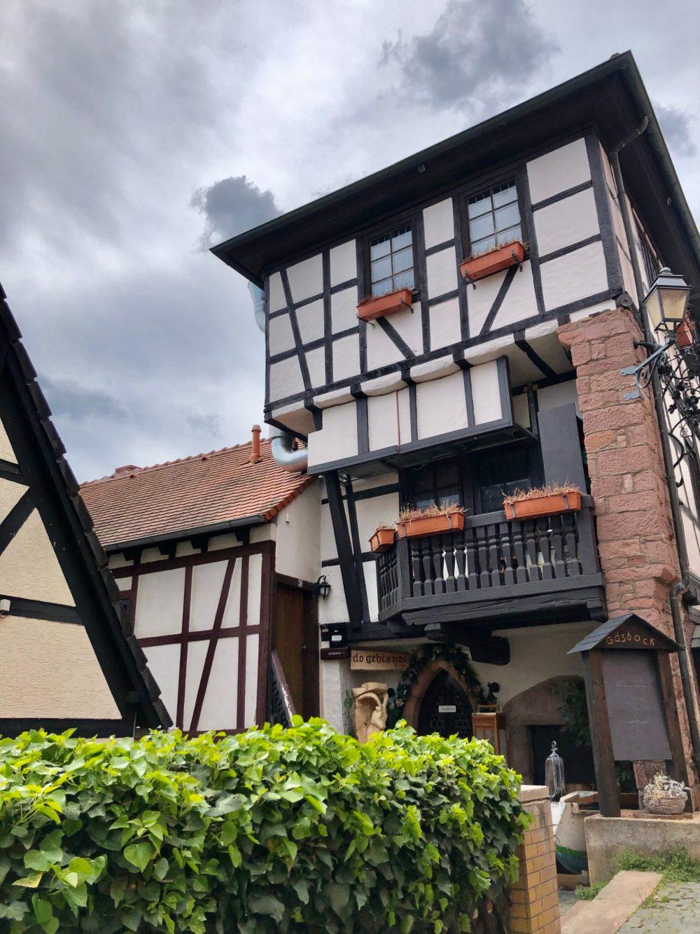 """Mittelalterliches Gebäude des Restaurants """"zum Gäsbock"""""""