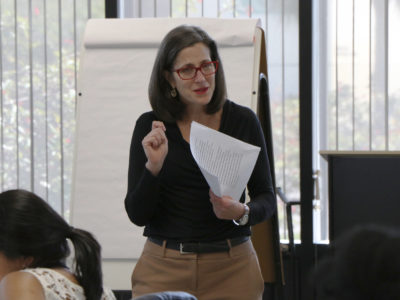 Poynter's Kelly McBride leads an ethics seminar at the institute in St. Petersburg, Florida. (Photo: Sara O'Brien)
