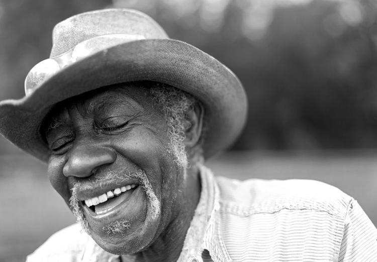 In Tulsa, this photojournalist makes time to talk to strangers - Poynter