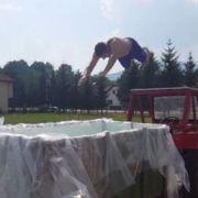 Kako se rashlađuju momci iz Travnika: Traktor i prikolica kao bazen