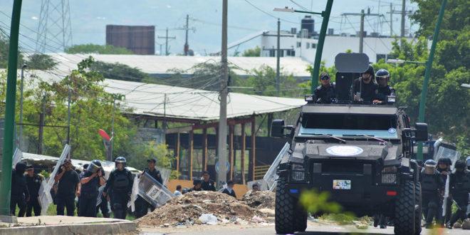 Previo a su IV informe, Peña envía policías a Chiapas y Oaxaca. La CNTE se declara en alerta