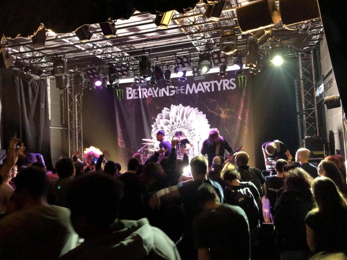 Betraying the Martyrs en pleine action à Issy