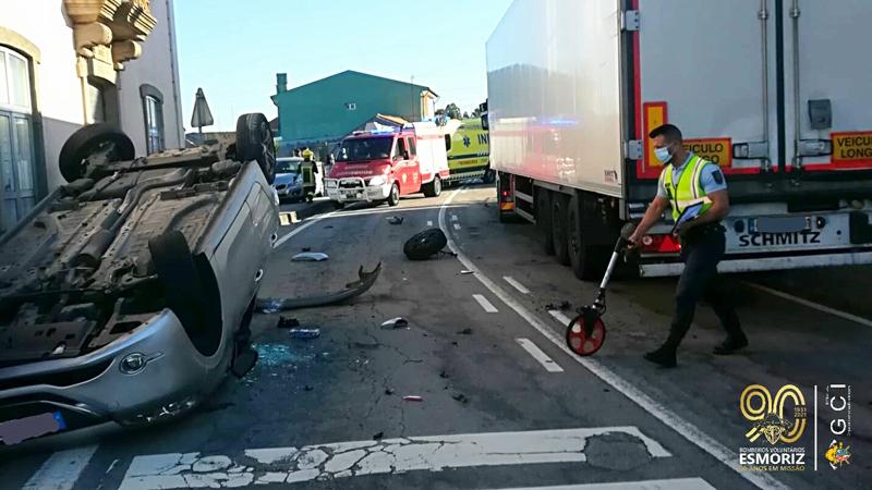 Colisão rodoviária seguida de capotamento fez uma vítima