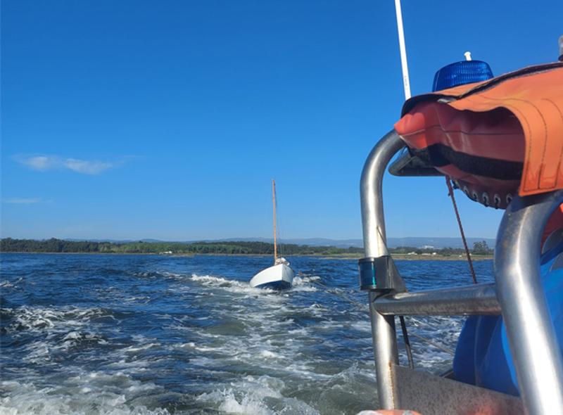 Dois velejadores resgatados pela Marinha no canal de Ovar