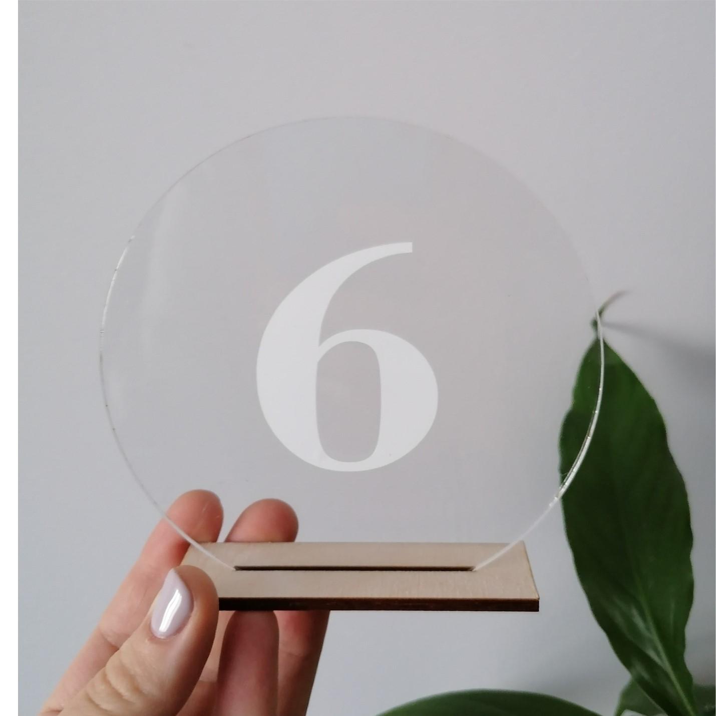 transparentne numerki na stoły