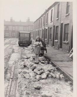 little-girl-on-street