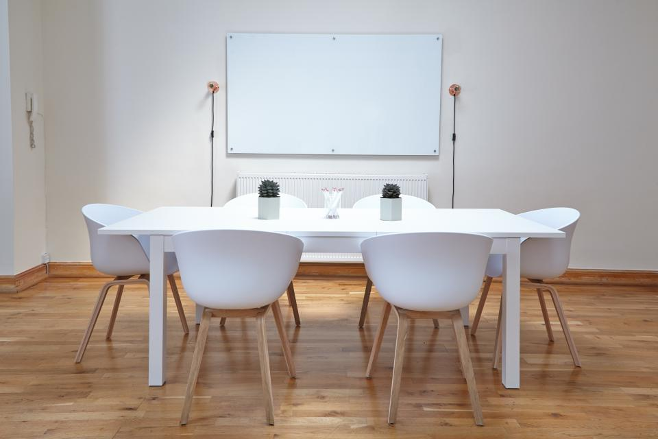 Managing meeting rooms
