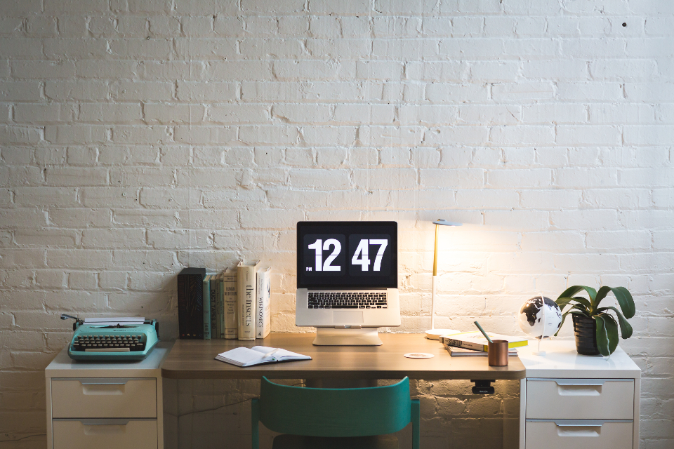 How to make your desk space more efficient