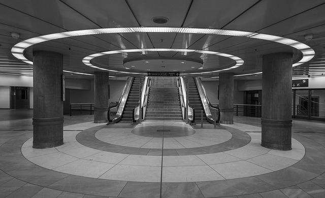 Stuttgart-Prag - Stuttgart Bahnhofshalle