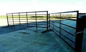 7-bar 20 ft heavy-duty freestanding livestock panel