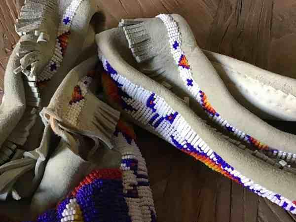 , Oglala-Lakota-Künstler – Beaded Moccasins