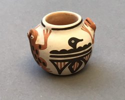 181007 Eileen Yatsattie (Zuni) – Henkeltöpfchen