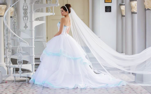 Color On White 20 Beautiful White Wedding Dresses With A