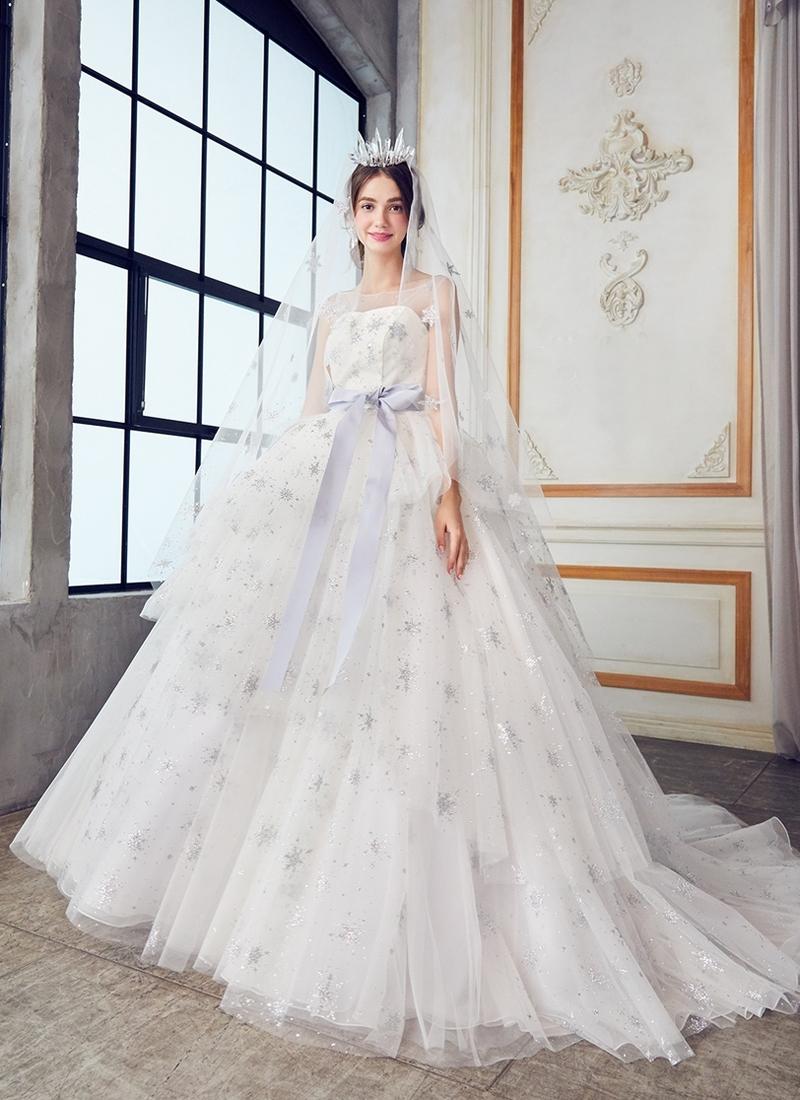 20 Magical Celestial Wedding Dresses For Star Crossed