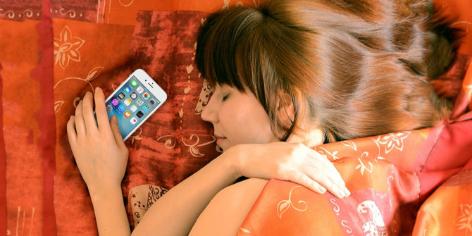 Tidur dengan smartphone