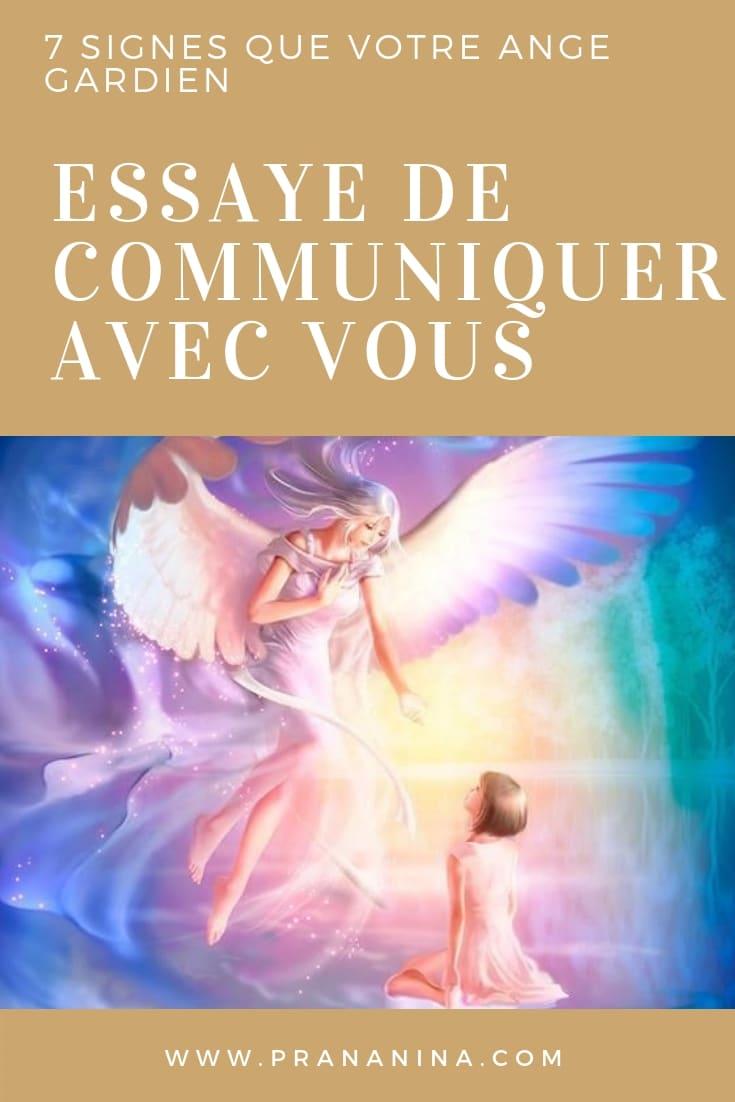 Ange gardien qui communique et envoie des signes à son humain : plumes, pièces, nombres angéliques comme 1111, heures miroir, etc.