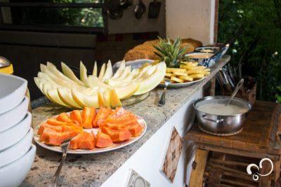 Frutas cortadas para o café da manhã