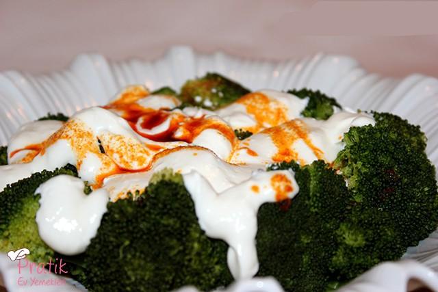 Mantı Tadında Brokoli Salatası