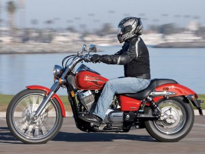 0702_crup_02_z+motorcycle_cruiser_comparison+riding_left_side