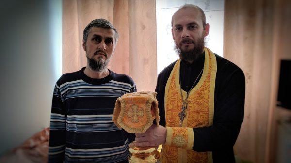 Отец Иоанн с настоятелем больничного Космо-Дамиановского храма священником Евгением Милешкиным