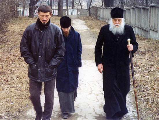 Sculptor V. Klykov, hieromonk Tikhon (Shevkunov) and Bishop Basil (Rodzyanko)