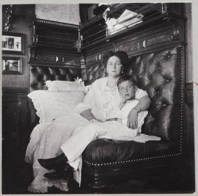 Государыня с сыном, 1913 год