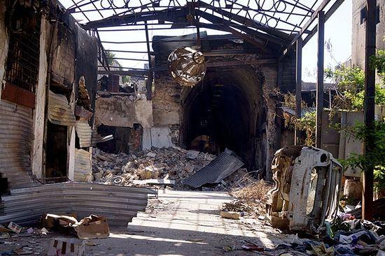 Хомс. Затворене пијаце Старог града претрпеле су озбиљна оштећења услед борби