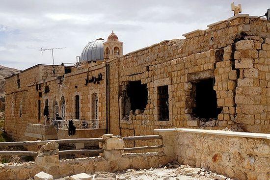 Малула. Древни манастир Св. Сергија и Вакха, из којег је сиријска армија морала да избацује побуњенике уз помоћ тешког наоружања