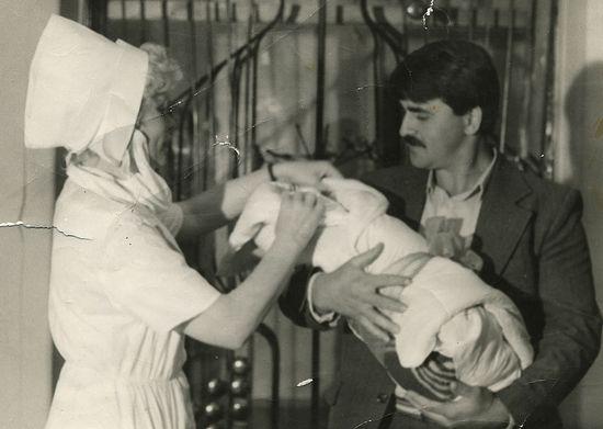 Иван Осјак с новорођенчетом