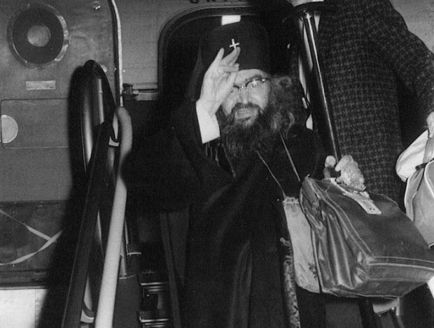 Святитель Иоанн много летал на самолетах, ведь его паства была рассеяна по всему миру. На фото святитель Иоанн в Сан-Франциско. 1962 год