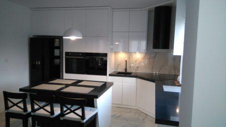 czarno-białe meble do kuchni