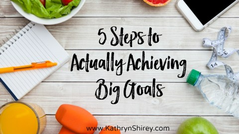 Do you dream of achieving big goals this year? Achieving big goals requires small purposeful steps. Take these 5 steps to stay focused and meet those goals!